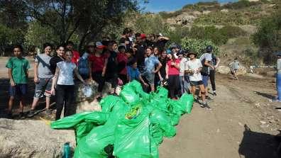 מתנדבים מנקים את גבעות מרר - צילם ברק שחם
