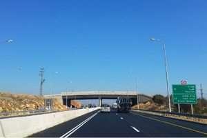 גשר אקולוגי בכביש 85