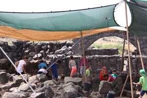 חפירות ארכיאולוגיות חינוכיות בגן לאומי כורזים  - צילם אורי ארליך