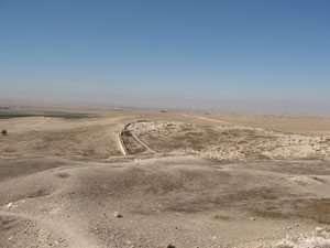 העיר הכנענית ותצפית דרומה לנגב