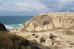 החפיר והמבצר הפנימי באפולוניה