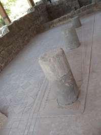 חלק ממבנה בית הכנסת שבגן לאומי חמת טבריה