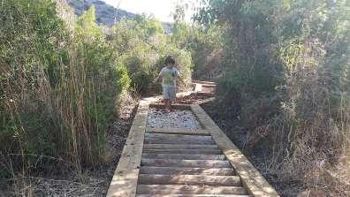 שביל הרגלים היחפות ילד צילמה רינת רוסו