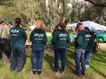 מתנדבים בירקון - תמונה קבוצתית