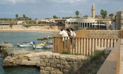 מטיילים בנמל קיסריה - צילמה סיגלית כהן