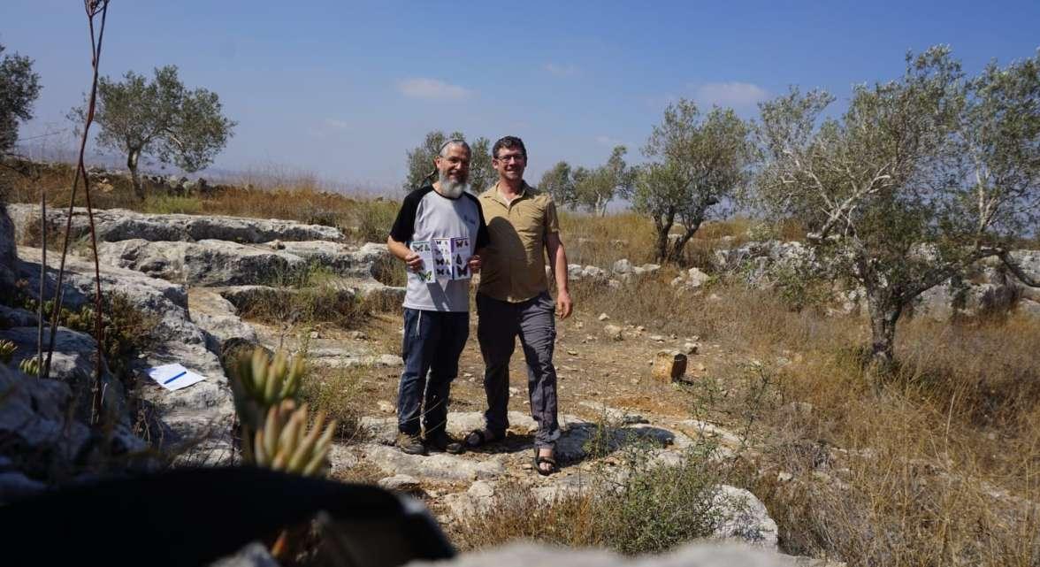 בועז פרלמן ואבישי אלבוים - במסלול ניטור פרפרים - צילום עצמי.jpg