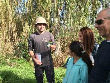 מתנדב בגן לאומי ירקון