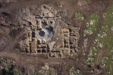 ראש העין: מבנה חווה שפעל בתקופות הברזל 2 - הלניסטית. צילום: רשות העתיקות וסקי ויו.