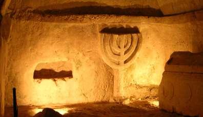 מנורה בבית שערים - צילם ישי סלע