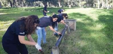 חברת מטריקס בהתנדבות צביעה במקורות הירקון