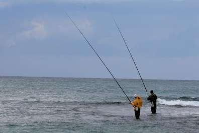 דיג חכות בים התיכון הוא תחביב נפוץ- צילום דותן רותם