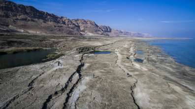 ים המלח המתייבש בתצלום מרחפן. בעשורים האחרונים נסיגתו המהירה ניכרת לעין- צילום עמיר אלוני