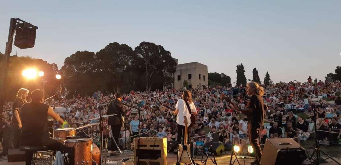 להקת אומגומה במופע בגן לאומי ירקון מתחם תל אפק