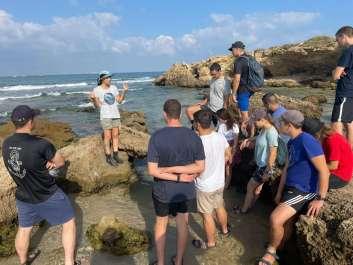 צוערי קורס חובלים שומרים על הים. צילם יגאל בן ארי, רשות הטבע והגנים