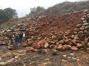 חומת האבן שהתמוטטה בשמורת טבע תל דן.  צילום: ד