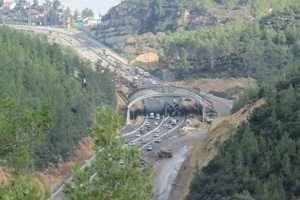 בניית גשר אקולוגי בכביש 1 - צילום עידן ידין, רשות הטבע והגנים