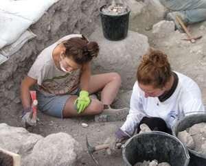 מתנדבים לחפירות בית שערים