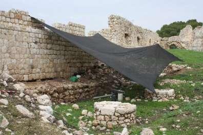 חפירות ושימור בארמון הכנעני - תל אפק