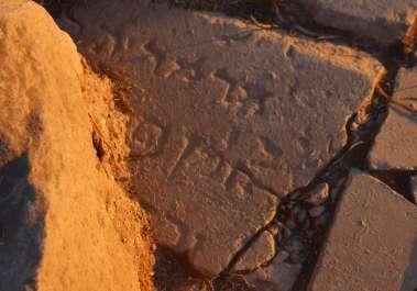 כתובת בעברית המספקת הוכחה לקיום היישוב כורסי בכנרת - צילום ג'ני מונרו