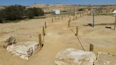 שביל מתוחם למטיילים בשמורת הטבע אירוס ירוחם. צילום: עדן אוליאל רשות הטבע והגנים