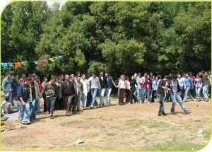 תלמידים רוקדים ביער אודם - צילם סלמאן אבורוכן, רשות הטבע והגנים