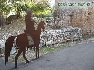 שילוט לאורך השביל במבצר יחיעם
