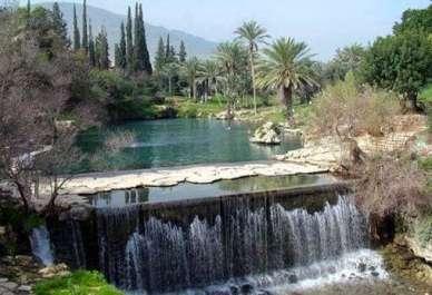 מפל מים בגן לאומי גן השלושה