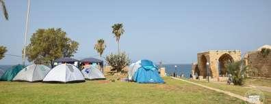 אוהלים בחניון לילה גן לאומי אכזיב