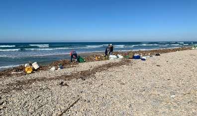מבצע נקיון בחוף בית ינאי JPG