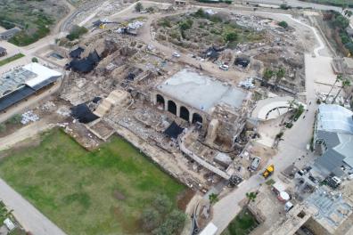 צילום אוויר של נמל קיסריה הפנימי לשעבר-צילום יעקב שמידוב רשות העתיקות.png