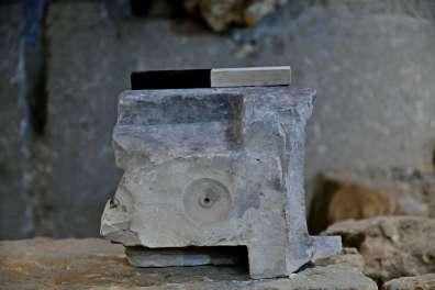 מחנה יהודה - חלקו התחתון של שולחן המדידה צילום ארי לוי, רשות העתיקות
