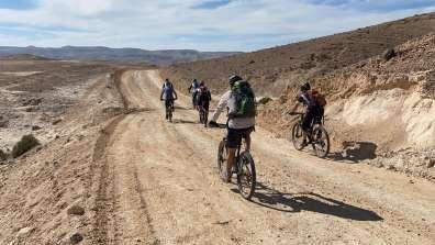 שביל ישראל באופניים בין מצדה ונווה זוהר